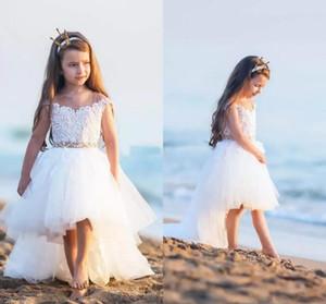 Encantador Marfil Alto Bajo Lindo Vestido de niña de flores Gorro Mangas Encaje Tul Niñas Pequeñas Comuniones Playa Boho Ropa para las bodas