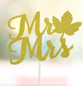 Düğün pastası kesilmiş Bay Altın Kağıt Miss Brown Mr amp Mrs Kek Dekorasyon