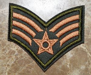Camouflage Sergente Stripes dell'esercito militare Soldato Distintivo ferro sulle zone, cuce sulla zona, Appliques, fatta di stoffa, 100% di qualità (circa 6 * 5.5cm