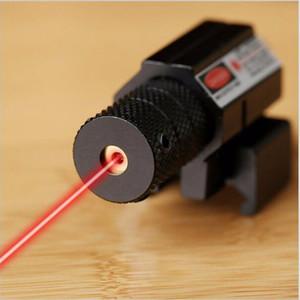Illuminatore di raggio laser rosso tattico con puntatore laser rosso mirino di colore nero opaco per portata