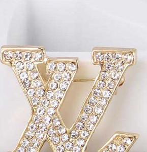 Lettere di marca all'ingrosso spille 14k oro corpetto splendente cristallo spilla pin sciarpa sciarpa accessori abito da sposa camicia gioielli