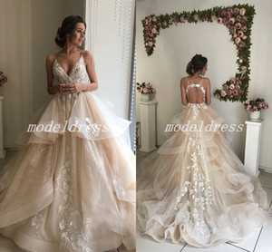 Glamorous Champagne Vestidos De Noiva 2018 Espaguete Backless Varredura Trem Apliques vestido de novia Jardim País Vestidos de Noiva Plus Size