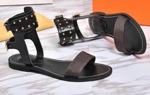 Populäre Sommer-Luxuxdamen Segeltuchgladiatorartwohnungen beschuht schwarze goldene Nobad-Sandelholz-Partei-reizvolle Art- und Weisedame-Schuhe der Bolzenfrauen