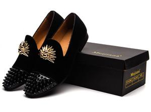 Designer de luxo Homens de Metal apontou Toe rebite Vestido Sapatos Mens Slip on Casual vermelho azul Sapatos De Veludo Handmade Toes de Ouro dos homens Mocassins De Veludo