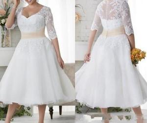 2020 새로운 플러스 사이즈 웨딩 드레스 짧은 하프 슬리브 웨딩 드레스 화이트 레이스 호두 버튼 비치 드레스 차 길이 A 라인