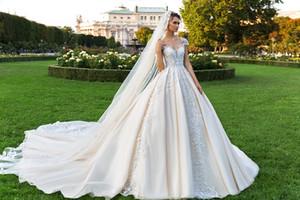 화려한 레이스 공 가운 웨딩 드레스 구슬 깎아 지른 바투 넥 플러스 크기 Appliqued Bridal Gowns Buttons 뒤로 대성당 vestido de novia
