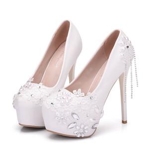 جديد اليدوية جولة اصبع القدم أحذية أنيقة للمرأة الدانتيل الأبيض الزهور أحذية عالية الكعب الزفاف أحذية عالية الكعب سلسلة كريستال زائد الحجم