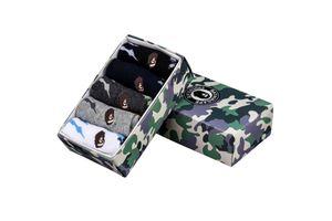 1 caja de la marca Ape Tide calcetines de algodón caja de regalo Monopatín Camuflaje Calcetines deportivos Streetwear europeo y americano Calcetín informal