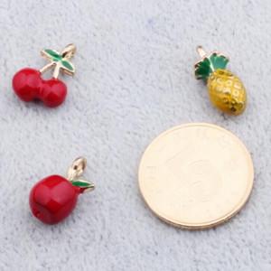 Toptan 50 adet / grup Yağ Damlası Moda Çinko Alaşım Meyve Charm Kolye Altın Renkli Yüzer Emaye Moda Takı Aksesuarları FD63