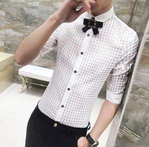 جديد غير السائدة الشعر ستايليس ملابس رجالية ذكر الموضة ساحة مجوفة نصف كم قميص الرجل عارضة قمم مع ربطة الانحناءة