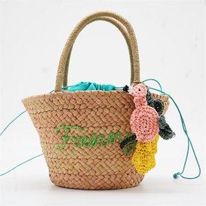 Estilo de verano Beach Bag Mujeres Straw Tassel Shoulder Bag Diseñador de la marca Bolsos Damas de alta calidad Casual Bolsas de viaje E21