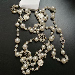 Einzelne Schichten Simulierte Birnen Korne Kamelien-Blumen-Halskette Kristall pflastern Blumen-Kamelien Collres der Schmuckluxus der Frau