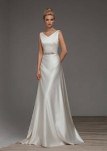 2018 простая A-Line Элегантное атласное свадебное платье V-образным вырезом Свадебное платье зла Богородище открыть с луком