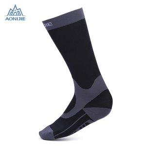Tejido elástico de alta calidad AONIJIE emparejado Sporting graduado compresión pantorrilla calcetines exterior corriendo ciclismo protector de pierna