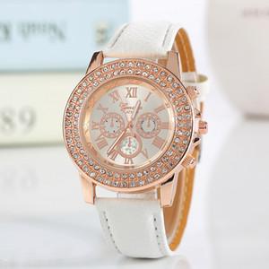 Новая мода Faux кожа хронограф римская цифра классический Женевский кварцевые женские часы женские кристаллы Наручные часы Relogio Feminino Gift