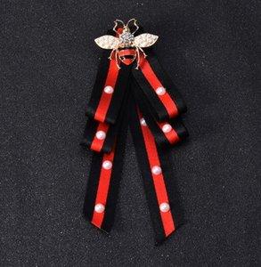 Nuevo Llega Multilayers Perla Bowknot Brooches Esmalte de Cristal Ramillete de Abeja Tela hecha A Mano Raya Corbata Estilos Broche de Pernos Para Las Mujeres joyería