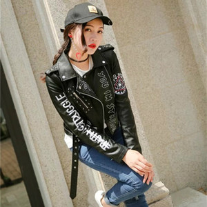 Nova Primavera Ladies Rivet Carta Imprimir Locomotive Pu Leather Jackets Mulheres curto Moda Hip revestimento do revestimento Pu Bomber Leather