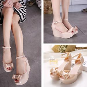 패션 오픈 발가락 샌들 활 장식 플라스틱 웨지 샌들 크리스탈 여성 신발 젤리 신발을 활