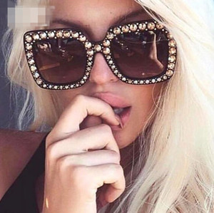 Occhiali da sole all'ingrosso Top Quality Donna 2018 Design del marchio Big Diamond Stone Retro Occhiali da sole Donne Luxury Square Cateye Occhiali da sole UV400