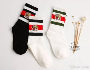 Tiger Stickerei weiße gestreifte Sockings Mode-Marken-Frauen Sports socking Knie Casual Socken Weiß Athletisch Sockings