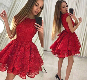 2019 Yeni Küçük Kırmızı Dantel Mezuniyet Elbiseleri Ruffles Yorgun Etek Kısa Kokteyl Balo Abiye Gençler Mezuniyet Giymek Arapça BA9963