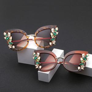 Retro Transparente Marco UV400 oculos femeninos Nueva Moda Artificial Diamond Cat Eye Metal Frame Marca Classic Aleación Resina Mujeres gafas de sol