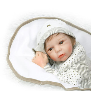 2018 새로운 디자인 인형 무료 배송 22inch reborn 아기 인형 소년 인형이나 선물 실물과 부드러운 실리콘 비닐 진짜 부드러운 터치