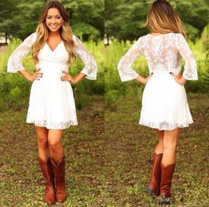 2018 bescheidene kurze Spitze Cowgirls Country Brautkleider mit 3/4 langen Ärmeln Mini Brautkleider Empfang Kleid für Hochzeit