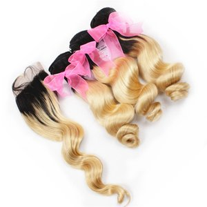 Связки светлых волос Ombre индийской свободной волны с закрытием шнурка # 1B / 613 Волнистые плетения человеческих волос Ombre с закрытием свободной части