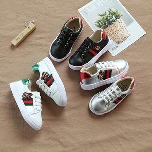 Otoño New Medium and Large Children Zapatos de lona para niños Little White Shoes Girls Little Bees Placas de ocio 21-35cm