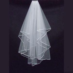 Ucuz İki Katmanları Düğün Veils ile Tomb Beyaz Fildişi Saten Kenar Saten Kenar İki Katmanlı Düğün Aksesuarı Gelin Veils