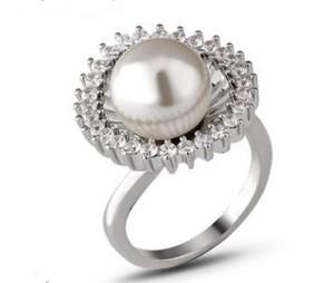 Bague fantaisie ajourée simple avec diamants