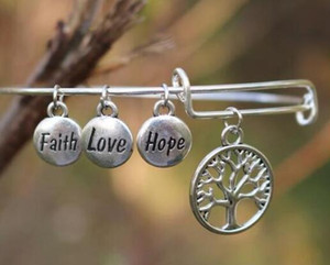 Vintage Silver Fairh Love Hope Round Life Tree Charms Alambre expansible Charm Bracelet Wedding Cuff Brazaletes para mujeres Accesorios de la joyería NUEVO