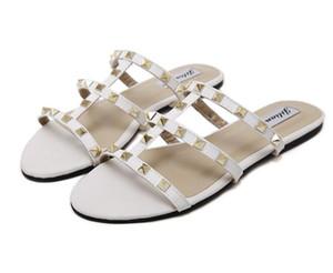 Femmes pantoufles été luxe classique marque de mode sexy rivet ajouré en cuir véritable, plus la taille des appartements balnéaire plage vacances sandales