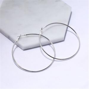 Titanstahl-großer Kreis Huggie Hoop-Ohrringe 3CM-8CM Modisches Gold übertriebene große Ohrringe für Frauen-Partei-Mischgrößen-Großverkauf