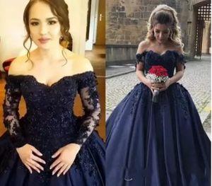 2018 네이비 블루 Quinceanera 볼 가운 드레스 어깨 3D 꽃 레이스 Applique 스위프 기차 새틴 코르셋 플러스 크기 이브닝 가운 저녁 드레스