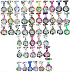 Comercio al por mayor 50 unids / lote Mix 53 colores Nueva Enfermera Reloj Broches de Silicona Leopard Túnica Batería Enfermera Reloj NW001