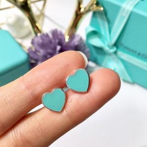 Nuevo estilo fresco Pendientes de titanio de acero con aretes en forma de corazón Pendientes de botón azul y verde para parejas Regalos para usar con amigos