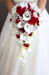 2018 High-End-kundenspezifische braut holding Strauß weißer Calla Rosen DIY Perle Kristall Brosche Wassertropfen Hochzeit Bouquet