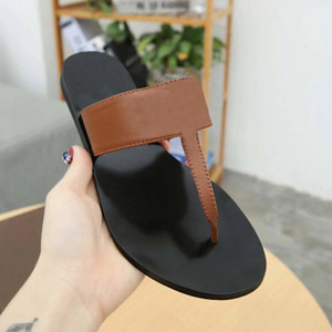 2020 Frauen Lederschuhe Flip-Flops Sliders Slippers Metallketten Sommer Sandalen Badeschuhe Modeschuhe mit Kasten