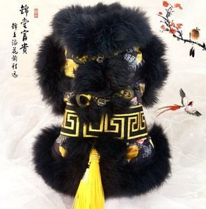 Envío gratis de alta calidad hecho a mano del pelo negro dominante de piel de rana dorada estilo chino capa del perro ropa de invierno para mascotas