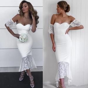 2019 Lace Blanco Country Damas de honor Vestidos Mermaid Off The Hombro Vestido de invitado de boda con mangas cortas High Low Word of Honor Bows