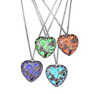 Heißer Verkauf Herzförmige Anhänger Halskette Leucht Anhänger in Dark aushöhlen Art Herz Glow Anhänger Halskette Für Frauen