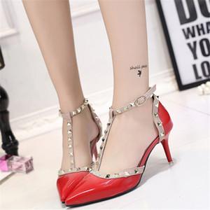 2018 señaló primavera verano nueva palabra fina sandalias de hebilla hembra fina versión coreana zapatos de tacón alto remache zapatos