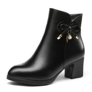 Hot Selling 2018 Autumn and Winter Snow Boots Fashion Bow Rhinestone Cow Leather Boots Women Shoes Non-slip Comfort Warm Women Boots Shoes