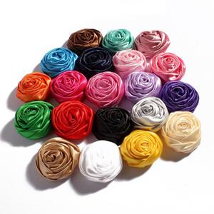 Nouveau Design 50pcs / lot 5CM 20Colors nouveauté Artificielle Satins Doux Ruban Roulé Rose Tissu Fleurs pour Bandeaux Enfants Accessoires De Cheveux