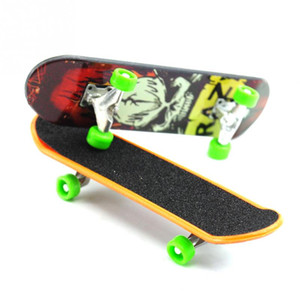 300pcs / lot Mini Finger Skateboards Skateboards Unti-lisse Fingerboard Boys Skate