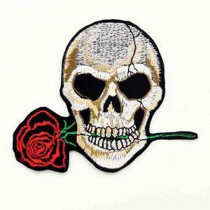 Rose Skull Clothes Ricamato il ferro sulle toppe per abbigliamento Accessori abbigliamento fai-da-te Indumento adesivo per cucire 10.6 * 9.2CM