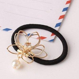 Nouveau Belle Et Belle Fil Ajouré Fleur Bague De Cheveux Exquis Simple Perle Strass En Caoutchouc Décoration Bracelets