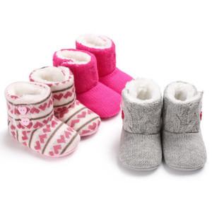 Neonato bambino della ragazza del neonato di inverno stivali caldi Solid Scarpe Furry di cuore pulsante morbido lavorato a maglia pantofole 0-18M 2020